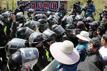 """韩国防部向""""萨德""""基地运送建材受居民抵制熔喷滤芯"""